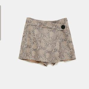 💫NWOT💫 Zara suede snake skin print skort